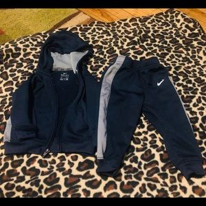Boys toddler Nike 2 piece set